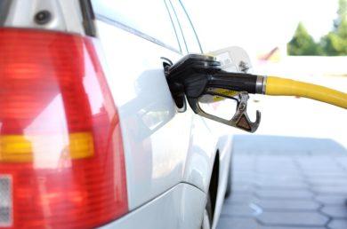 Benzin im Monatsmittel so günstig wie zuletzt 2009 – Spritpreise sinken im Verlauf des April um über acht Cent